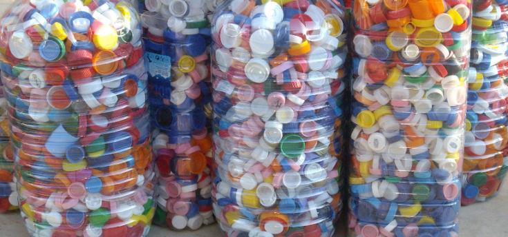 Il miracolo dei tappi gi realt isolbit - Fermatovaglia per tavoli di plastica ...